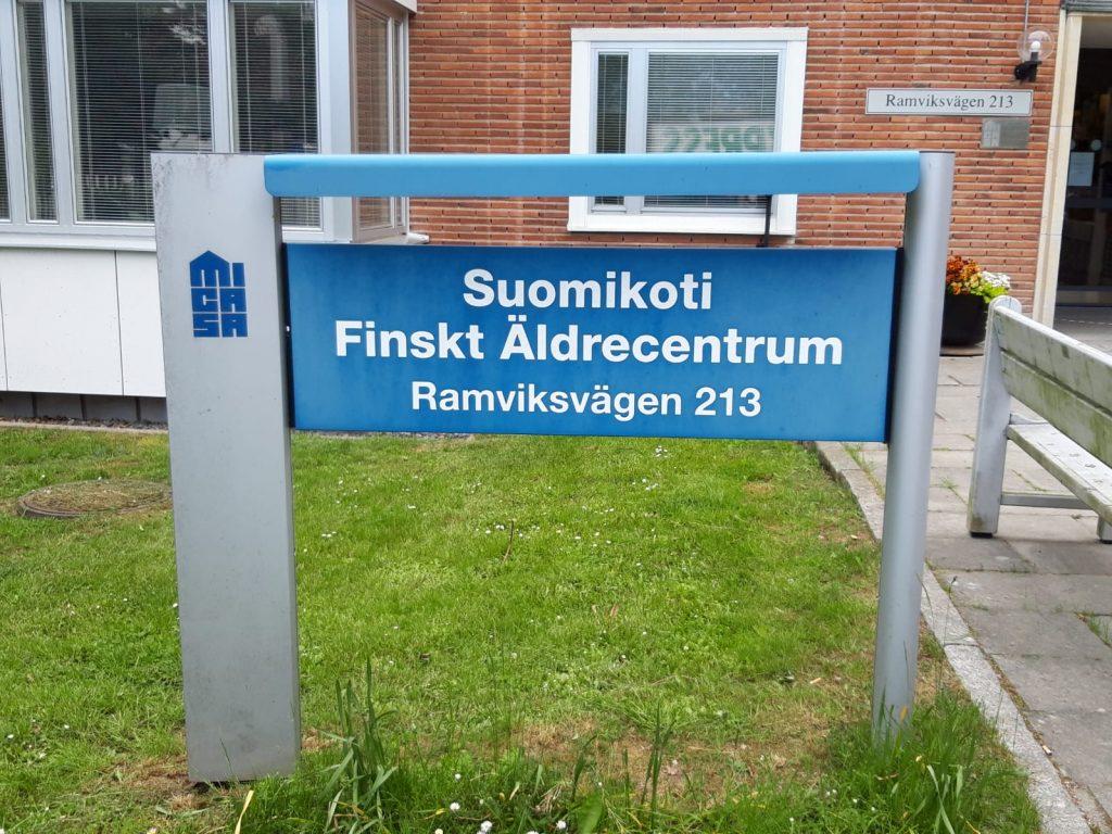 Suomi-koti postilaatikko ja kyltti